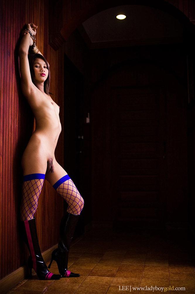 big-nude-in-blue-stockings
